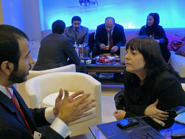 Mohammed Balooshi, responsable de comunicación de la Autoridad de Turismo de Abu Dhabi y María jesús Tomé, directora Tusdestinos.net