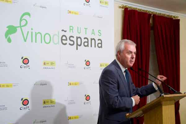 José Fernando Sánchez Bódalo, Presidente de la Asociación Española de Ciudades del Vino (ACEVIN) presentó en el Palacete de los Duques de Pastrana de Madrid, los nuevos proyectos de 'Rutas del Vino de España'.