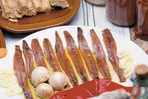 Santoña quiere entrar en el Guinnes de personas sobando anchoas
