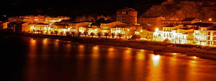 Panorámica nocturna de Castel di Tusa