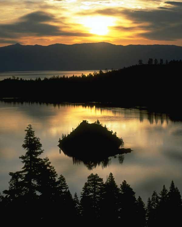 Bahía Emerald en el lago Tahoe. Foto de California Travel & Tourism Comission/ Robert Holmes