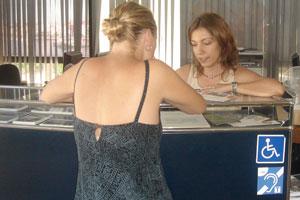 Turismo de Cambrils instala un bucle magnético para favorecer la audición de las personas sordas