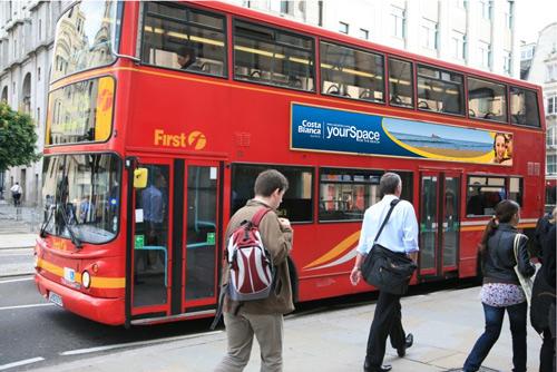 500 autobuses lucen la imagen de la Costa Blanca por todo el Reino Unido