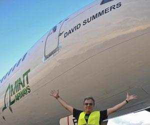El cantante de Hombres G, David Summers, da nombre al nuevo avión de Mint Airways