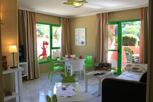 El Hotel Holiday Palace lleva a la Costa del Sol Dinoworld