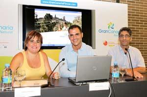 En la foto (de izquierda a derecha): María de la Paz Bernal (Gerente Plan de Competitividad, Gran Canaria – senderos entre volcanes), Raúl Alexandro Ortega (Gerente de Gran Canaria Natural) y Gonçal Portabella (Director de A Peu)