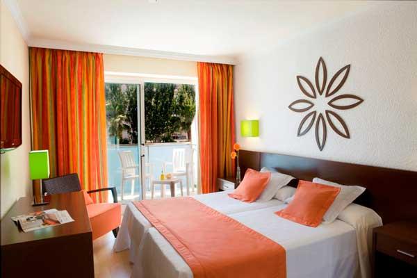 Dos establecimientos de H10 Hotels en Salou reciben la cuarta estrella