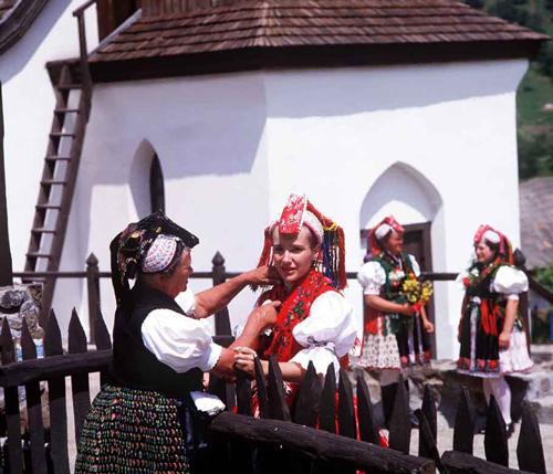 Semana Santa Cultural en Hungría: descubre Hollókő