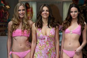 La actriz y modelo Elizabeth Hurley inaugura su primera boutique en España en la Roca Village