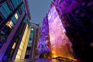 El hotel Mercure Santo Domingo de Madrid presenta su espectacular jardín colgante
