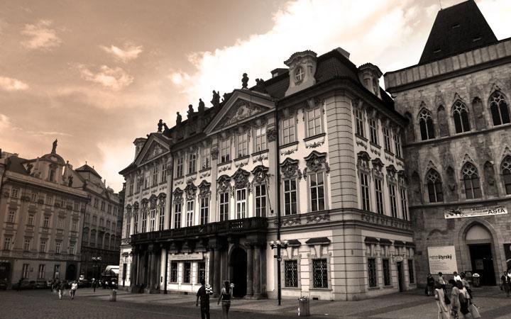Al lado del Palacio Kinsk, en Staromestské Námestí 12, trabajó Franz Kafka cuando contaba con 29 años. Autor: Pablo Sánchez (Extraídas de Flickr.com bajo licencia Creative Commons).