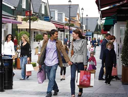 Kildare Village, en el Condado de Kildare, Irlanda, es un destino de shopping