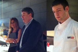En el centro, Alberto Longán, propietario de LOFT212, junto a su hijo y chef Daniel Longán (derecha).