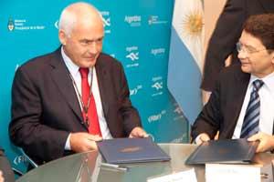 Izquierda, Ministro de Turismo, Enrique Meyer y el Secretario General de la OMT, Taleb Rifai.