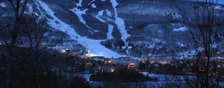 Vista nocturna de Mont Tremblant. Foto Station Mont Tremblant