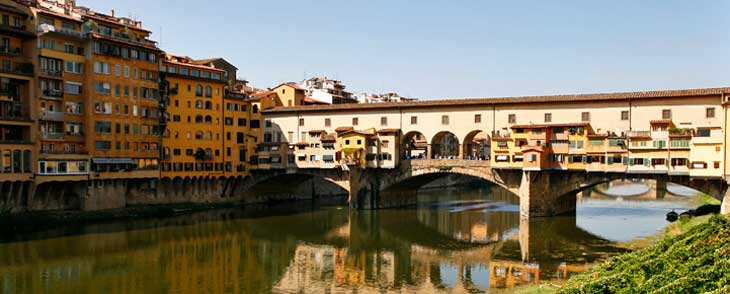 Puente Viejo de Florencia, que cruza el río Arno
