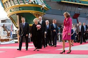 Su majestad la Reina Beatriz de Holanda asistiendo a la inauguración