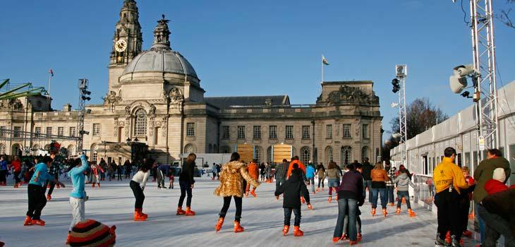 Pista de hielo frente al Ayuntamiento de Cardiff