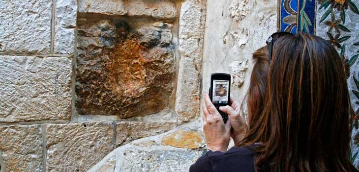 Lugar donde se cree que Cristo apoyó su mano durante el Vía Crucis
