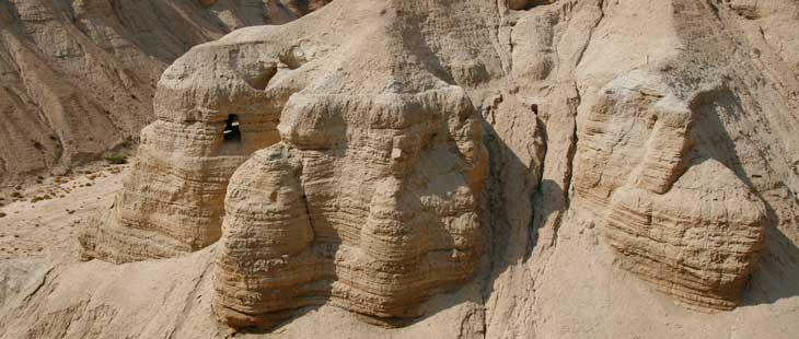 Cuevas de Qumrán donde se encontraron los famosos manuescritos del Mar Muerto