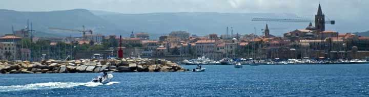Vista desde el mar del Puerto de L' Alguer