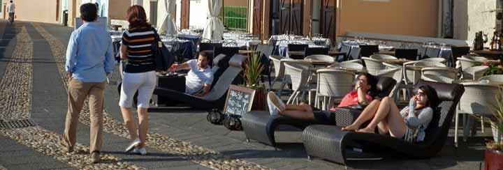 El casco antiguo de L' Alguer está plagado de bares y restaurantes donde comer o tomar una copa.