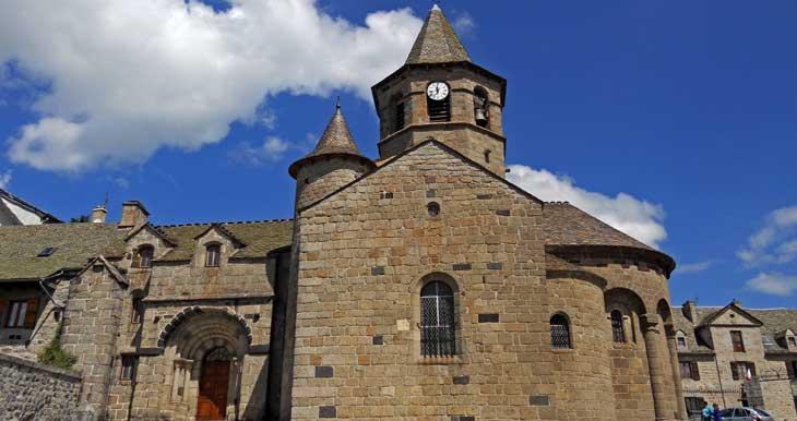 Iglesia románica de Nasbinals