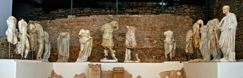 Espectacular conjunto de estatuas de mármol de la familia de Augusto, instaladas en un santuario del culto imperial