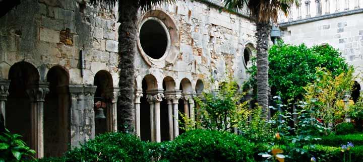 Claustro del monasterio franciscano de Dubrovnik
