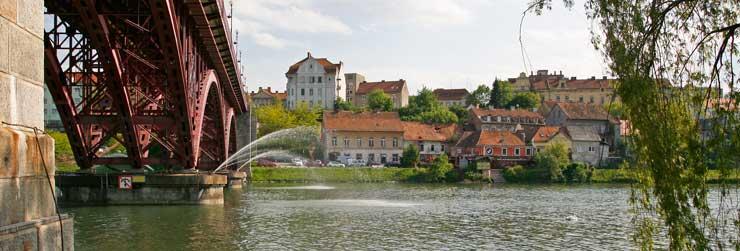 Puente sobre el río Drava en el barrio de Lent