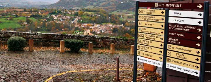 Vista panorámica desde Cordes sur Ciel, considerado uno de los pueblos más bonitos de Francia