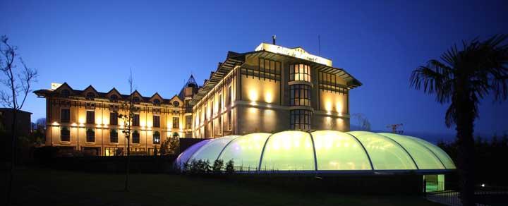 Vista nocturna del Hotel Wine Oil Spa Villa de Laguardia. Foto RV Edipress