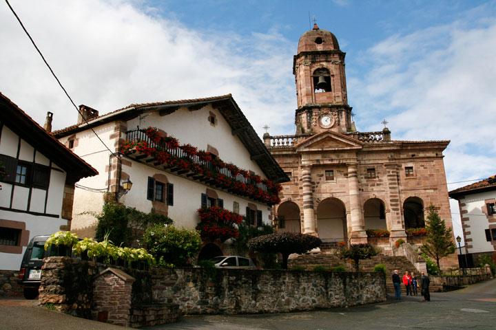 La iglesia de San Lorenzo de Ziga es uno de los más bellos monumentos del valle de Baztán