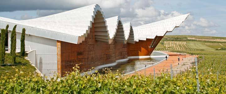 Ysios es uno de los mejores ejemplos de bodega de arquitectura vanguardista ubicada en la Rioja Alavesa
