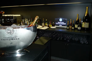 El Palacio Guendulain inaugura un nuevo bar
