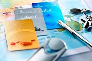 Emirates selecciona artistas para el diseño de la tarjeta Skywards 2012