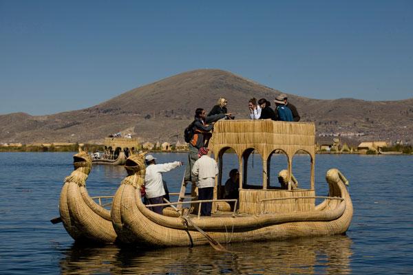Balsa de los Uros en el Lago Titicaca - Gihan Tubbeh - PromPerú