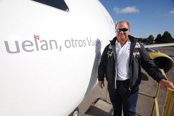 Vueling celebra el bautizo de su avión «Unos vuelan, otros Vueling»