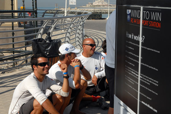 Aficionados participan en el juego virtual Wind to Win, iniciativa para promocionar Canarias