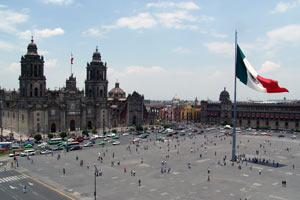 El zócalo de Ciudad de México es una de las plazas públicas más importantes y grandes del mundo