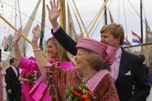 S.A.R. Beatriz de Holanda y los príncipes Guillermo y Máxima