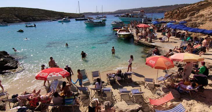 Hay numerosas embarcaciones que parten de Malta y Gozo para visitar Comino/Foto Juan Coma