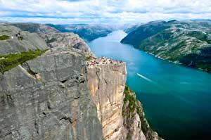 El Púlpito, en noruego Preikestolen, es una atracción turística de Stavanger, en Noruega