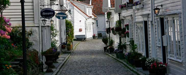Gamle Stavanger, el casco antiguo de Stavanger, compuesto por unas 170 casas de madera construidas finales del siglo XVIII y principios del siglo XIX/Foto María Jesús Tomé