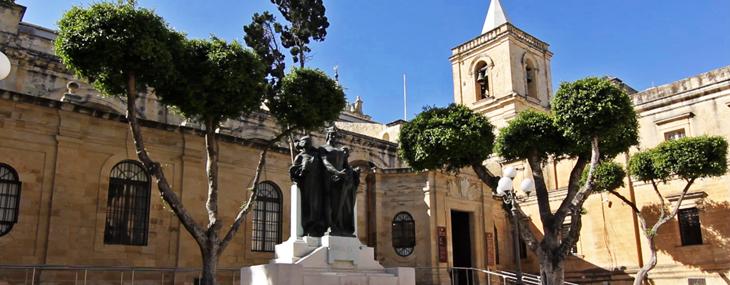Exterior de la Co-Catedral de San Juan/Foto María Jesús Tomé