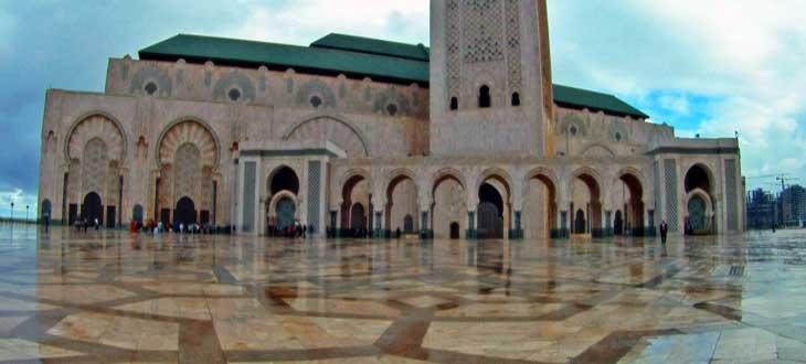 La Mezquita de Hassan II tiene 25 puertas de titanio y latón/Foto Juan Coma