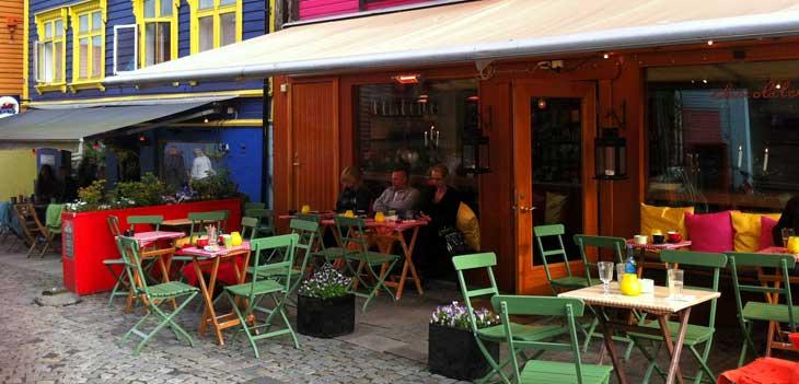Øvre Holmegate, una de las calles más pintorescas y coloreadas de Noruega/Foto María Jesús Tomé