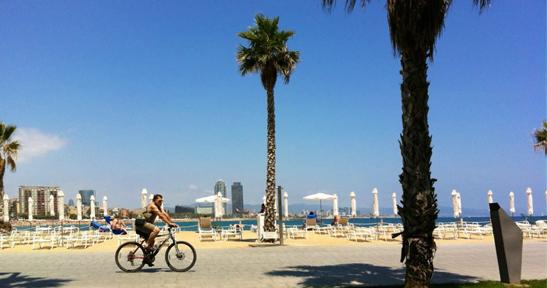 Vistas de la playa de Barcelona desde la terraza del SALT