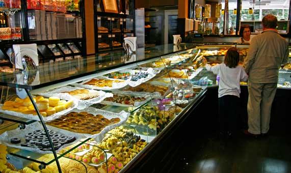 Pastelería Garrett, uno de los establecimientos más emblemáticos de Estoril