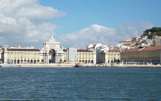 La Plaza del Comercio es una de las más emblemáticas de Lisboa